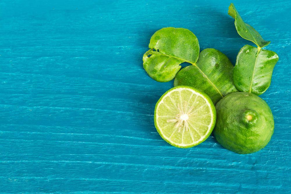 Woda z bergamotki i szałwii jako tonik