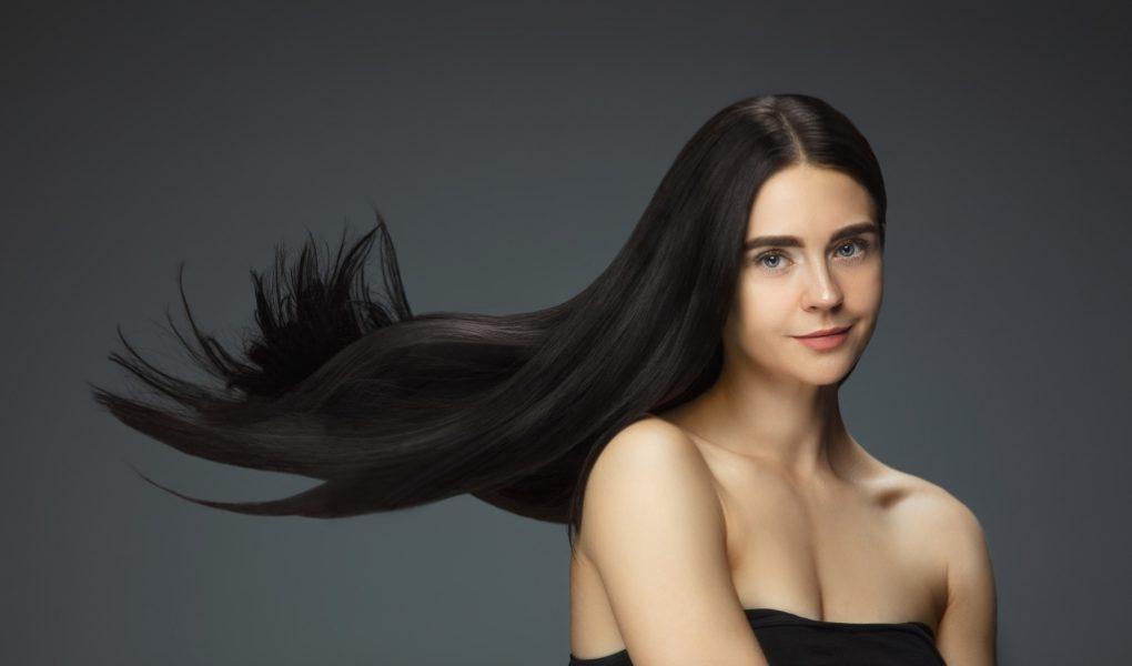 Problemy z włosami po zimie – wypadające, połamane, matowe włosy – dowiedz się, jak skutecznie sobie z nim poradzić